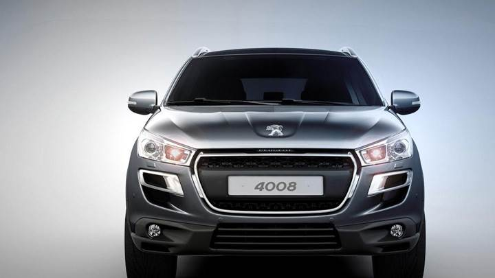 Front Pose Of 2012 Peugeot 4008 In Grey